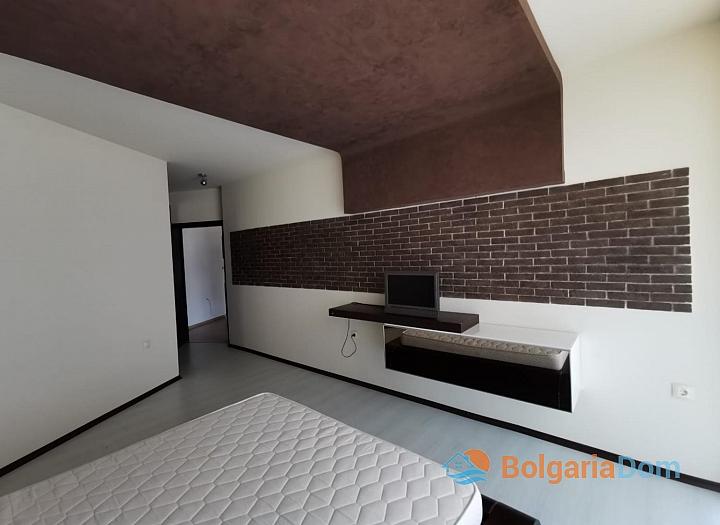 Просторная квартира с двумя спальнями в красивом комплексе. Фото 10