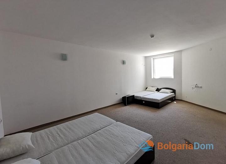 Просторная квартира с двумя спальнями в красивом комплексе. Фото 4