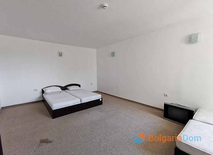 Просторная квартира с двумя спальнями в красивом комплексе. Фото 13