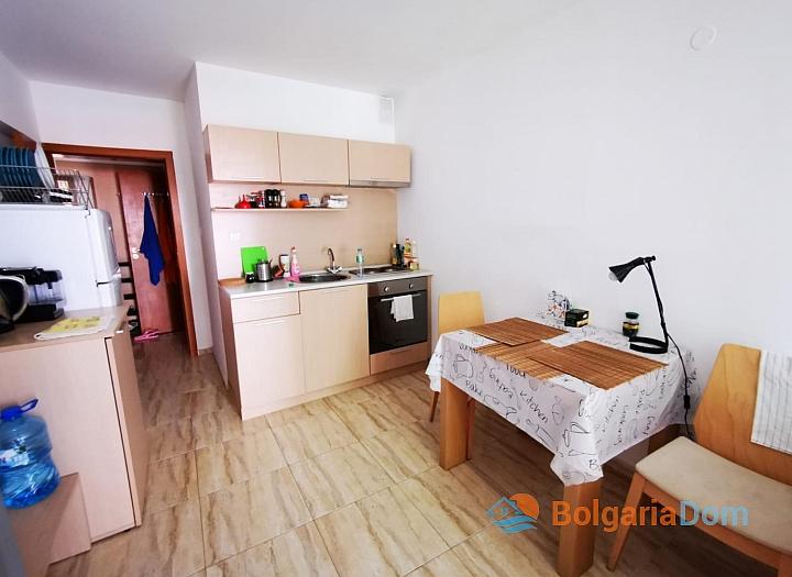 Двухкомнатная квартира в отличном комплексе в 200 метрах от моря. Фото 6