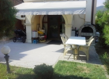 Двухкомнатная квартира с двориком в Вилла Романа, Элените. Фото 2