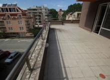 Трехкомнатная квартира с большой террасой в Солнечном Береге. Фото 8