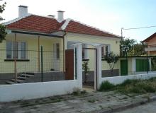 Одноэтажный дом на продажу в поселке около Бургаса. Фото 1