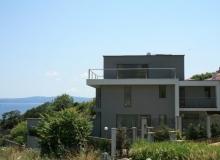 Трехэтажный дом на берегу моря. Фото 1