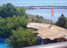 Недорогая трехкомнатная квартира на первой линии моря. Фото 6