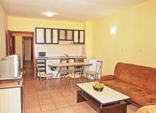 Двухкомнатная меблированная квартира в центральной части Солнечного берега. Фото 2