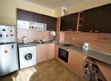 Меблированная двухкомнатная квартира в Несебре на первой линии. Фото 1