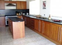 Большой дом на продажу в Равде. Фото 6