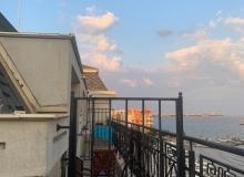 Апартамент с панорамной террасой на первой линии в Поморие. Фото 9