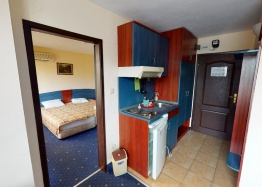 Дешевая квартира в 150 м от пляжа в центре Солнечного Берега. Фото 2