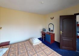 Дешевая квартира в 150 м от пляжа в центре Солнечного Берега. Фото 6