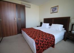 Апартамент с двумя спальнями на первой линии моря. Фото 14