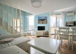 Роскошная двухуровневая квартира в Messembria Palace. Фото 1