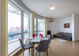 Большая квартира с видом на море в курорте Равда. Фото 1