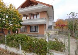 Трехэтажный дом на продажу в селе Горица. Фото 1
