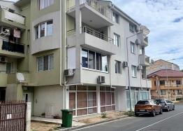 Двухкомнатная квартира без таксы поддержки в Несебре. Фото 1