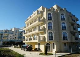 Дешевая трехкомнатная квартира рядом с пляжем. Фото 1