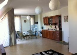 Просторная двухкомнатная квартира в Равде. Фото 3