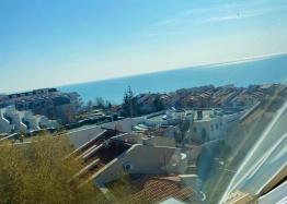 Большая двухкомнатная квартира с боковым видом на море рядом с пляжем. Фото 6