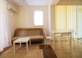Недорогая квартира с двумя спальнями в Солнечном Береге. Фото 2