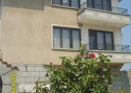 Трехэтажный дом на продажу в курортном городке Ахелой. Фото 1