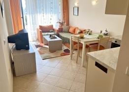 Большая двухкомнатная квартира в Поморие в хорошем доме. Фото 1
