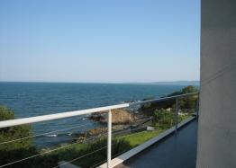 Трехэтажный дом на берегу моря. Фото 9