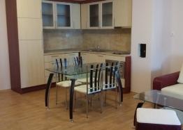 Трехкомнатная квартира недорого в городе Поморие. Фото 1