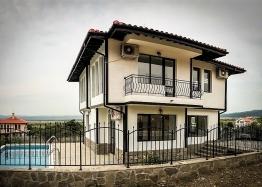 Новый двухэтажный дом с бассейном рядом с Солнечным Берегом. Фото 1