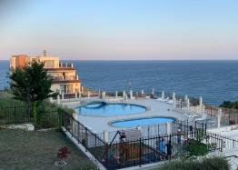 Двухкомнатная меблированная квартира в Бяле с видом на море. Фото 1