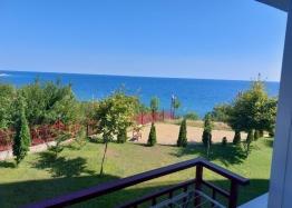 Двухкомнатная квартира с панорамным видом на море на первой линии. Фото 5
