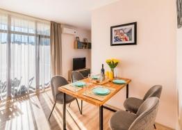 Новый современный апартамент в курорте Равда. Фото 1