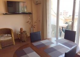 Просторный трёхкомнатный апартамент в Поморие . Фото 2