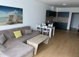 Просторный двухкомнатный апартамент на первой линии моря. Фото 1