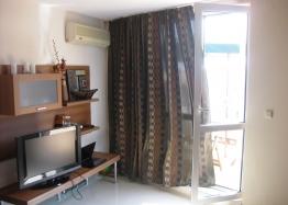 Квартира на первой линии моря в городе Поморие. Фото 1