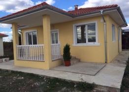 Дом в Болгарии с 2 спальнями и двором. Фото 1