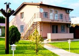 Двухэтажный дом с бассейном в селе Брястовец. Фото 2