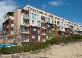 Трёхкомнатный меблированный апартамент на Солнечном берегу . Фото 1
