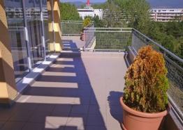 Трехкомнатная квартира с большой террасой в Солнечном Береге. Фото 1