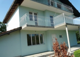 Новый трехэтажный дом на продажу около Поморие. Фото 1