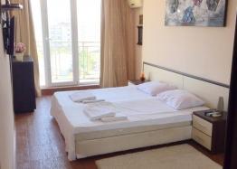 Просторный трёхкомнатный апартамент в Поморие . Фото 5