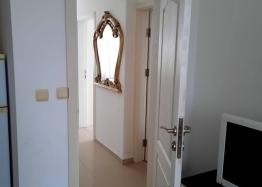 Новая красивая трехкомнатная квартира в жилом доме в центре Равды. Фото 5