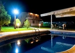 Двухэтажный дом с бассейном в селе Брястовец. Фото 14