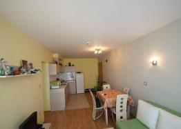 Двухкомнатная квартира с гаражом в комплексе в Поморие. Фото 2