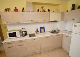Двухкомнатная квартира с гаражом в комплексе в Поморие. Фото 1