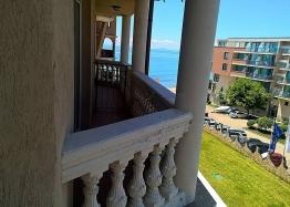 Двухкомнатная квартира с видом на море на первой линии. Фото 3