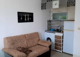 Новая красивая трехкомнатная квартира в жилом доме в центре Равды. Фото 1