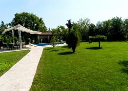 Двухэтажный дом с бассейном в селе Брястовец. Фото 15