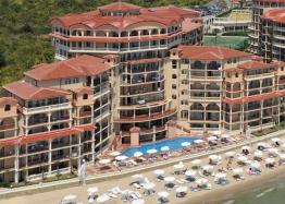 Двухкомнатная квартира с видом на море на первой линии. Фото 1