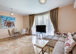 Трехкомнатная квартира в элитном комплексе на Солнечном Берегу. Фото 1